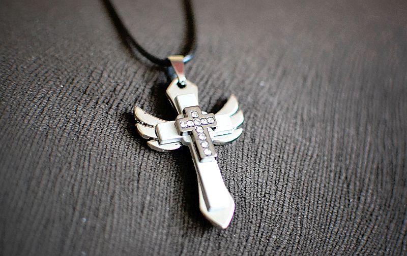 Srebrny Anielski naszyjnik krzyżyk na rzemyku