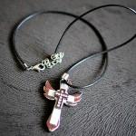 Anielski srebrny krzyżyk